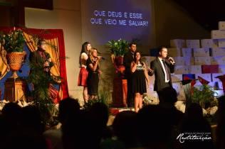 Muito louvor e adoração durante a semana especial.