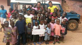 mariano e missi com criancas
