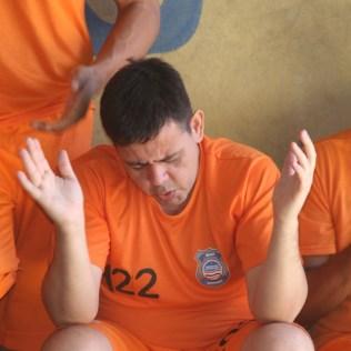 Os detentos apreciam os momentos de oração