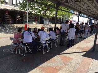 Muita gente chegou cedo para ser atendida (Foto: Fabiana Lopes)