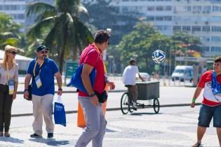 Objetivo era chamar a atenção para que população recebesse livro missionário (Foto: Anne Seixas)