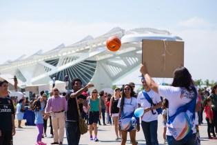 Atividades ocorreram em pontos turísticos. Ao fundo está o Museu do Amanhã, na praça Mauá (Foto: Anne Seixas)