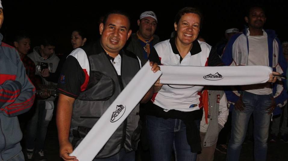 Cada participante recebeu uma camiseta oficial e uma faixa.