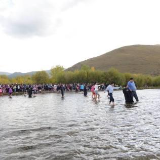 Líderes da Igreja na região asiática se surpreenderam com histórico batismo em um só dia no país.