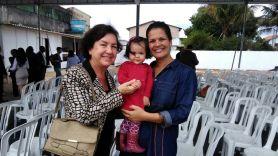 Prof. Keila Zuliani de Carvalho e Michelle com a filha Ana Julia, que será aluna do novo Colégio em Itaguaí.