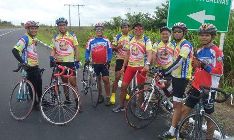 Bicicletas e roupas foram personalizadas para divulgar o evento por onde passavam.