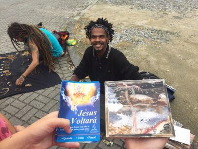 Distribuição de literaturas bíblicas em Joinville