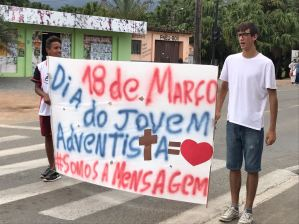 Em Corupá, juventude realizou Flash Mosbs nos semáforos da região central da cidade