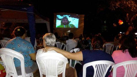 Convidados assistiram ao filme ao ar livre