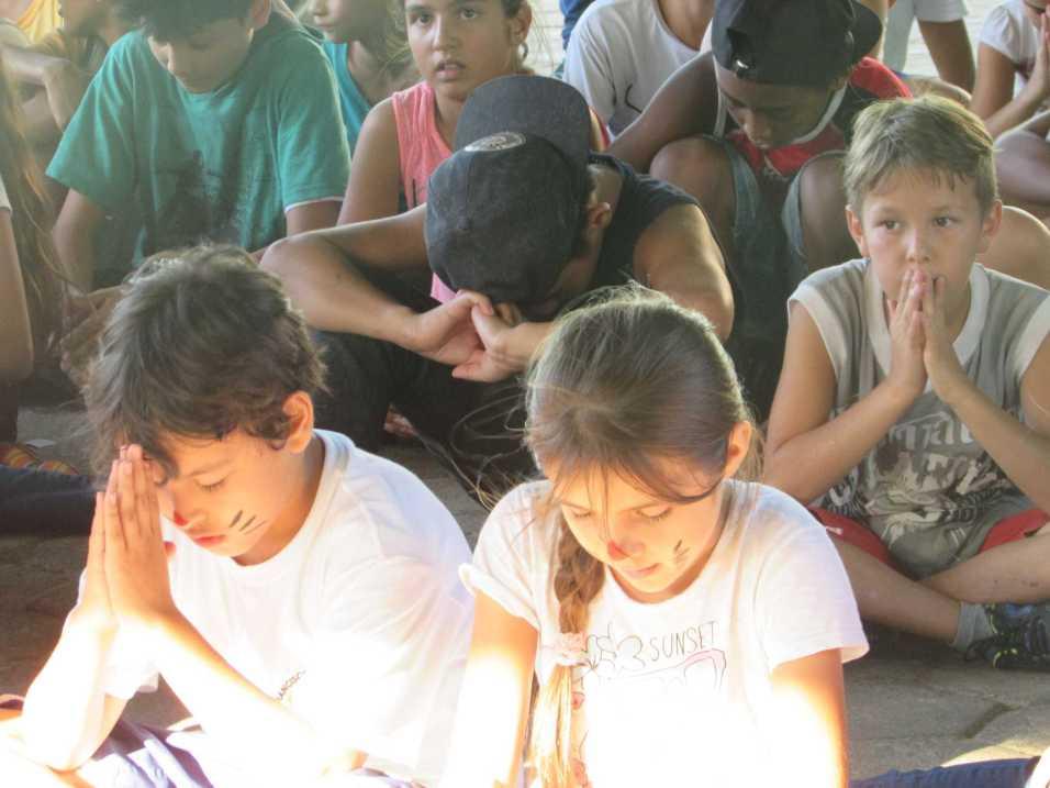 Alunos do CAIT estiveram en duas escolas públicas explicando o real sentido da Páscoa