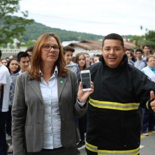 Alunos e professores saíram das salas de aulas simulando uma situação de incêndio. [Foto: Paulo Ribeiro].