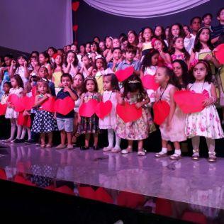 Crianças emocionam a plateia