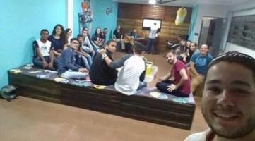 Jovens se reuniram para assistir à vigília