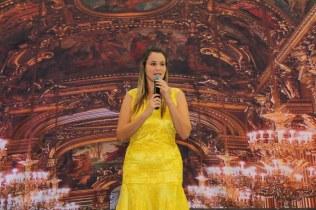 Tayana Perce, vestida a caráter para a cerimônia do Oscar.