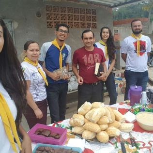 Clube de Desbravadores prepara café da manhã para os garis