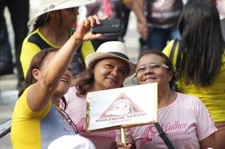 Passeata reúne 2500 pessoas no combate a violência