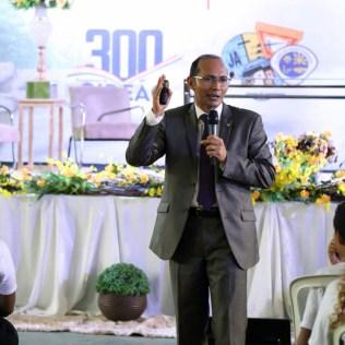 Pr. Samuel Bastos, presidente da ASPa, conversa com o público.