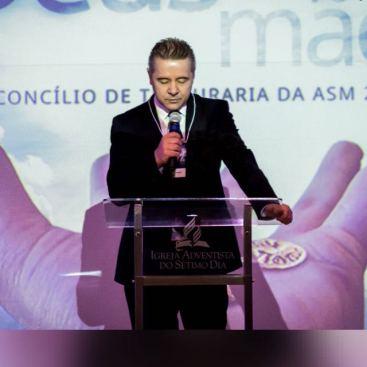 Tesoureiro, pastor Anilson Seemund Soares.