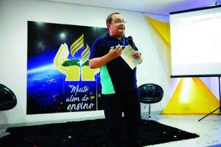 A palestra, sobre a base filosófica da instituição, foi dirigida pelo Pedro Frozza (Diretor de Educação para região Centro Oeste do Brasil)
