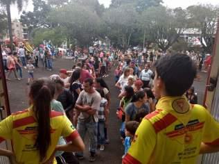Clube de Desbravadores auxiliou municipio catarinense na distribuição de bolos e recepção de visitantes . [Foto: Isabel Magro].