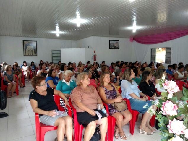 Mulheres reunidas no encontro realizado neste domingo, 25 de março