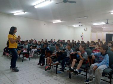 Crianças aprenderam sobre a Paixão de Cristo por meio de palestras, atividades recreativas e aulas de coral. [Foto: Reprodução].