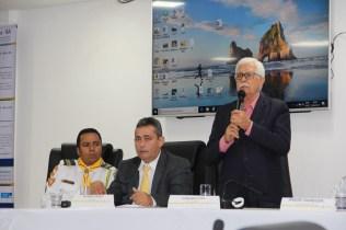 Ao microfone, o vice-prefeito Fernando Vita