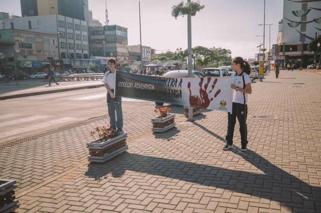 Após aprender sobre o tema, os alunos foram às ruas para conscientizar a comunidade.