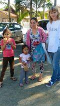 Famílias levaram ganharam roupas e comeram lanches oferecidos no mutirão