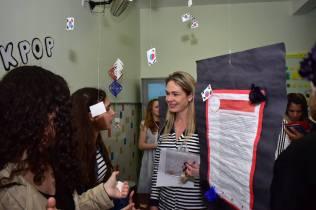 Delegada Sheila Oliveira visita estandes para avaliação. Foto: Arquivo Pessoal/Sheila Oliveira