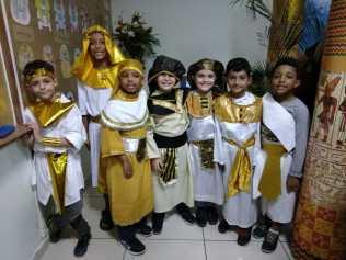 Alunos também vestem-se de egípcios para ilustrar costumes do país. Foto: Arquivo Pessoal/Carlos César