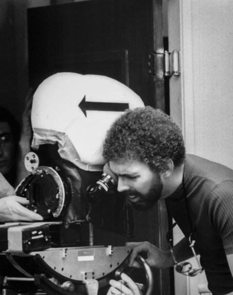 George Adams operando a câmera Arriflex 16BL, que era de propriedade do Faith for Today e foi usada durante muitos anos (Foto: Arquivo pessoal)