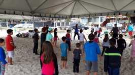 Crianças se divertem em aula de zumba. [Foto: Felipe Silva].