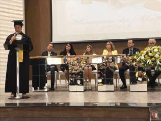 Aluna discursa durante formatura (Foto: Divulgação)