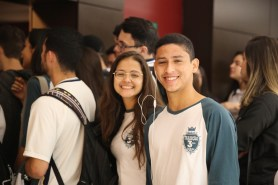 Estudantes lotaram auditório do Shopping Mueller, em Joinville. [Foto: Paulo Ribeiro].