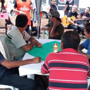 Moradores também receberam presentes e ouviram canções natalinas.[Adilso Pereira].