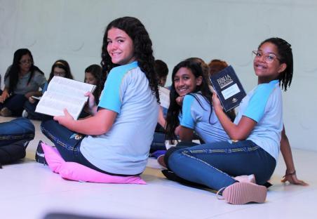 Estudantes leram 66 versículos bíblicos em 45 minutos durante as aulas de religião (Foto: Divulgação)
