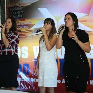 Trio Art In Louvor participou do concílio em Varginha com mensagens musicais. (Foto: Pablo Melo)