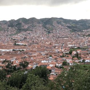 Cusco está perto da histórica e conhecida fortaleza de Machu Picchu.