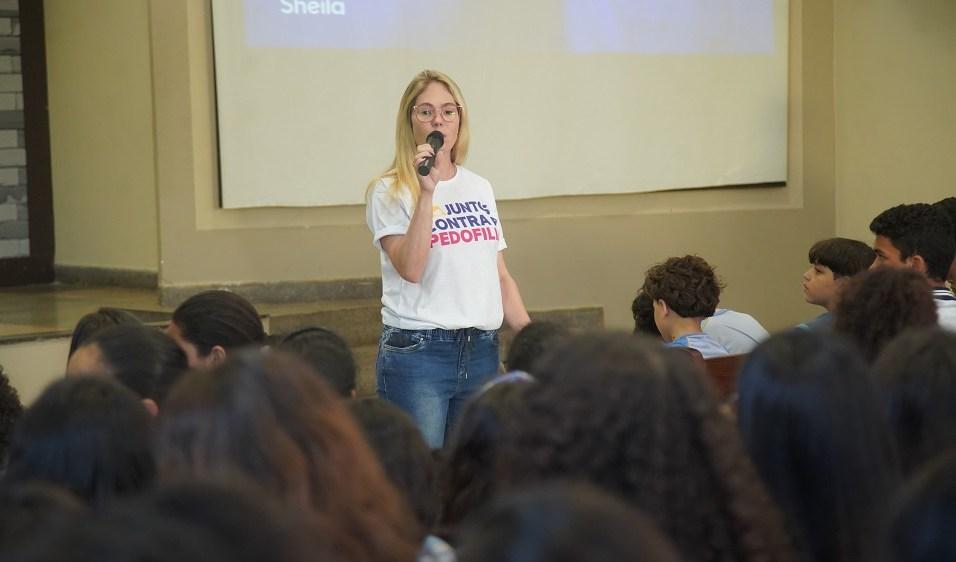 Delegada e deputada estadual, Sheila Oliveira, orienta sobre como identificar os possíveis abusadores (Foto: Larissa Rodrigues)