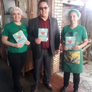 Entrega de livros no restaurante em Anápolis - GO
