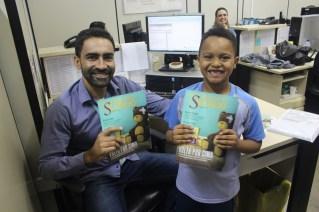 Crianças estavam animadas com a distribuição dos materiais informativos aos adultos. (Foto: Renata Paes)