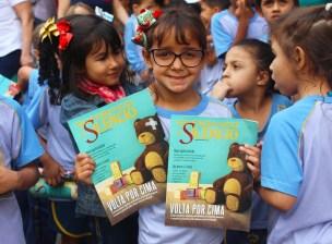Em Minas Gerais serão entregues mais de 21 mil revistas impressas para adultos, adolescentes e crianças. (serão entregues mais de 21 mil revistas impressas para adultos, adolescentes e crianças. (Foto: Renata Paes)