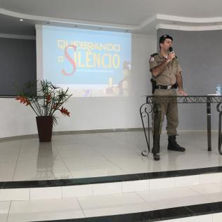 Palestra com autoridades em Almenara (MG)