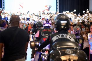 Motociclistas chegam ao I Fórum do Quebrando o Silêncio da região norte. (Foto: Leonardo Leite)