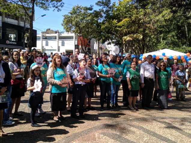 Além de auxiliar a sociedade nas ações, os mais de 500 voluntários acompanharam o lançamento do canal aberto da TV Novo Tempo na cidade