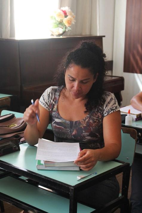 Jovens buscam por certificação que garantirá o acesso ao ensino superior. (Foto: Renata Paes)