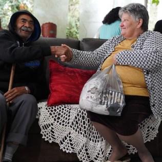 Participantes do projeto (Sr. Pedro moendo milho (Crédito: Danúbia França)
