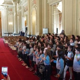 Crianças do Colégio Adventista do Partenon apresenta música para o governador
