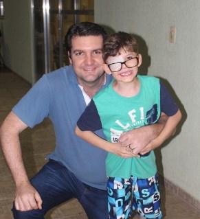 Diretor da ADRA, Herber Kalbermatter, acompanhado do filho. ( Foto: Renata Paes)
